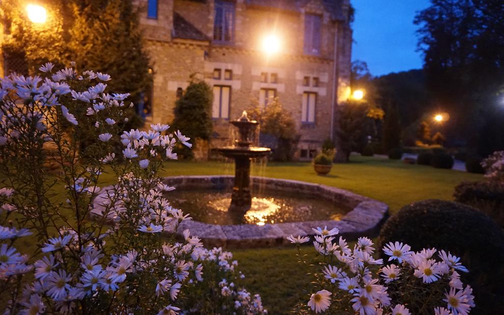 Abbaye de Cernay noite jardim