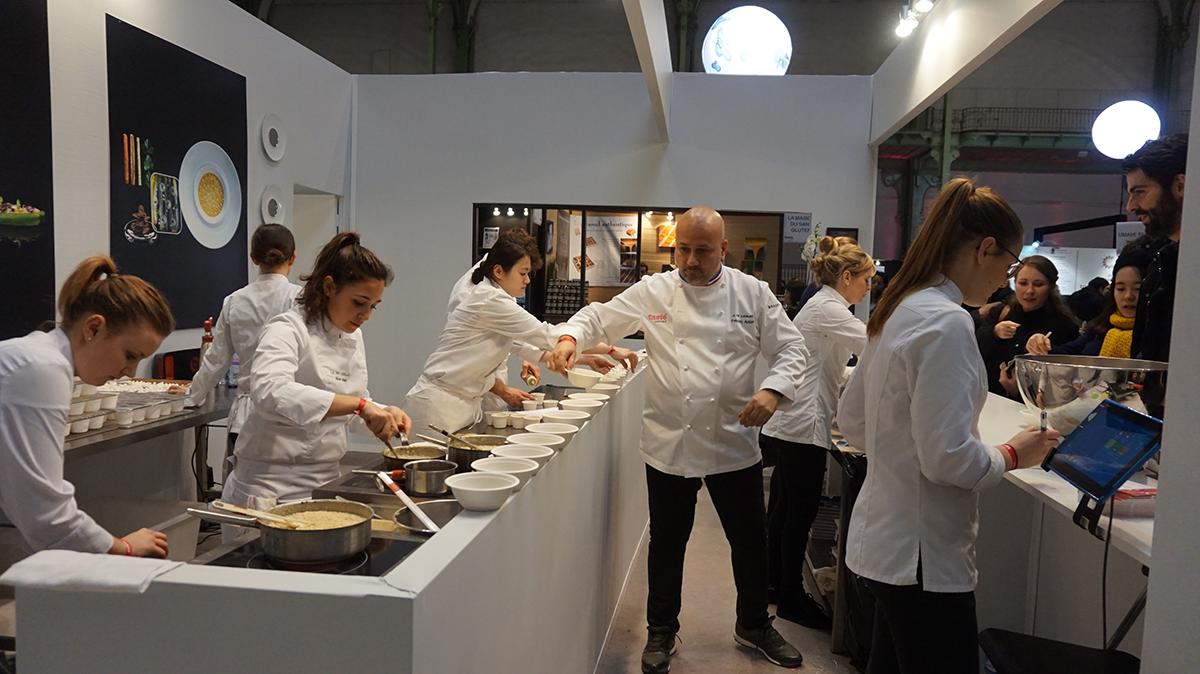 O Chef Frédéric Anton do restaurante Le Pré Catalan, três estrelas Guia Michelin.