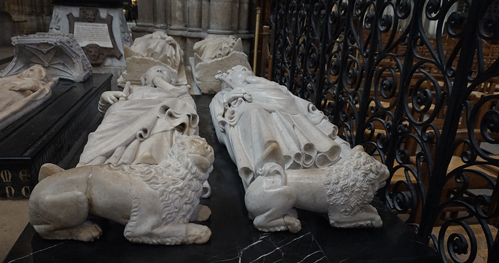 Basilica-Saint-Denis-leoes