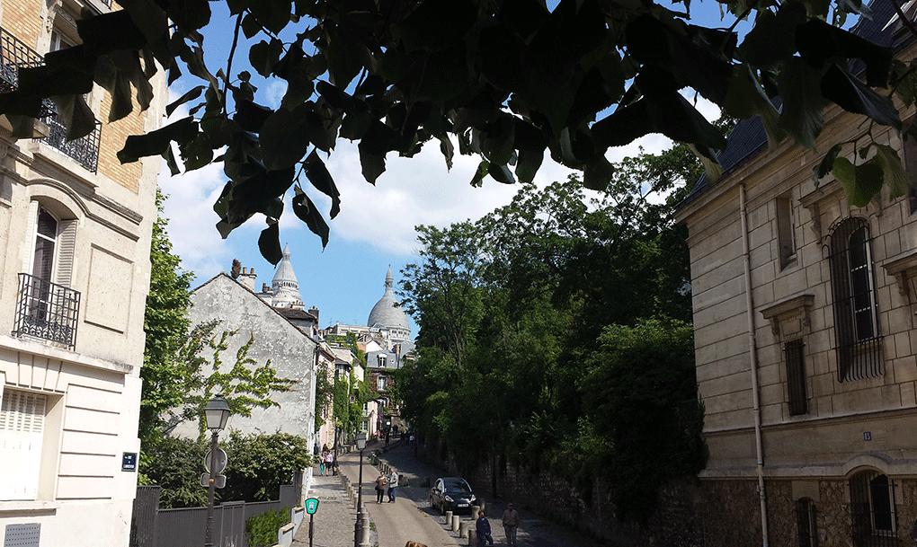 Montmartre-rua-detras-Sacre-Coeur