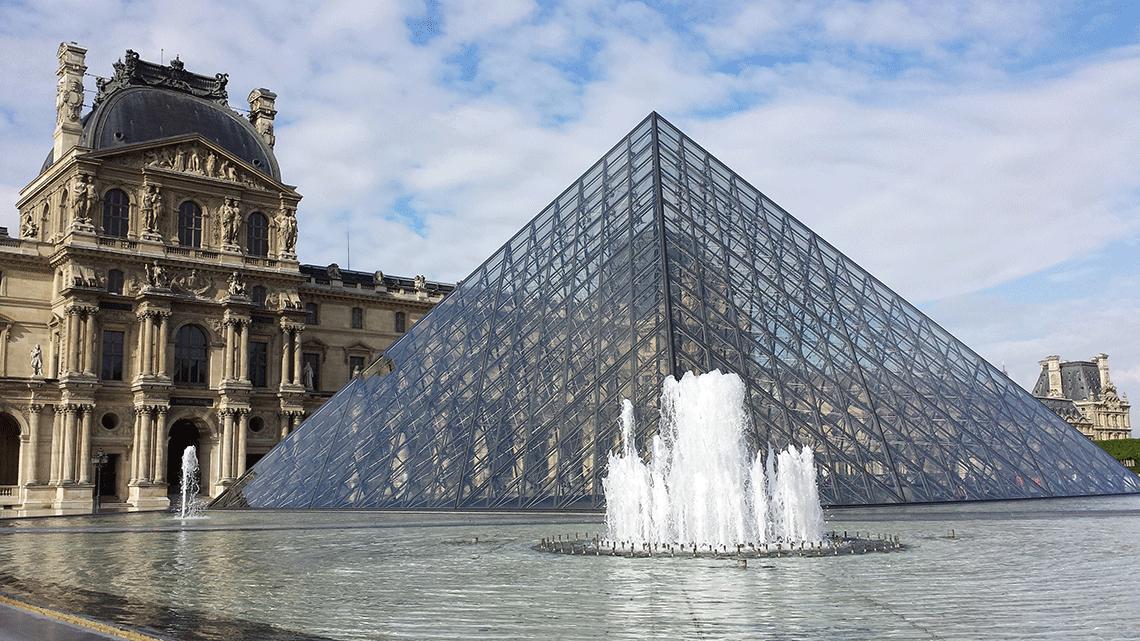 Piramide-do-Louvre-fontes-2