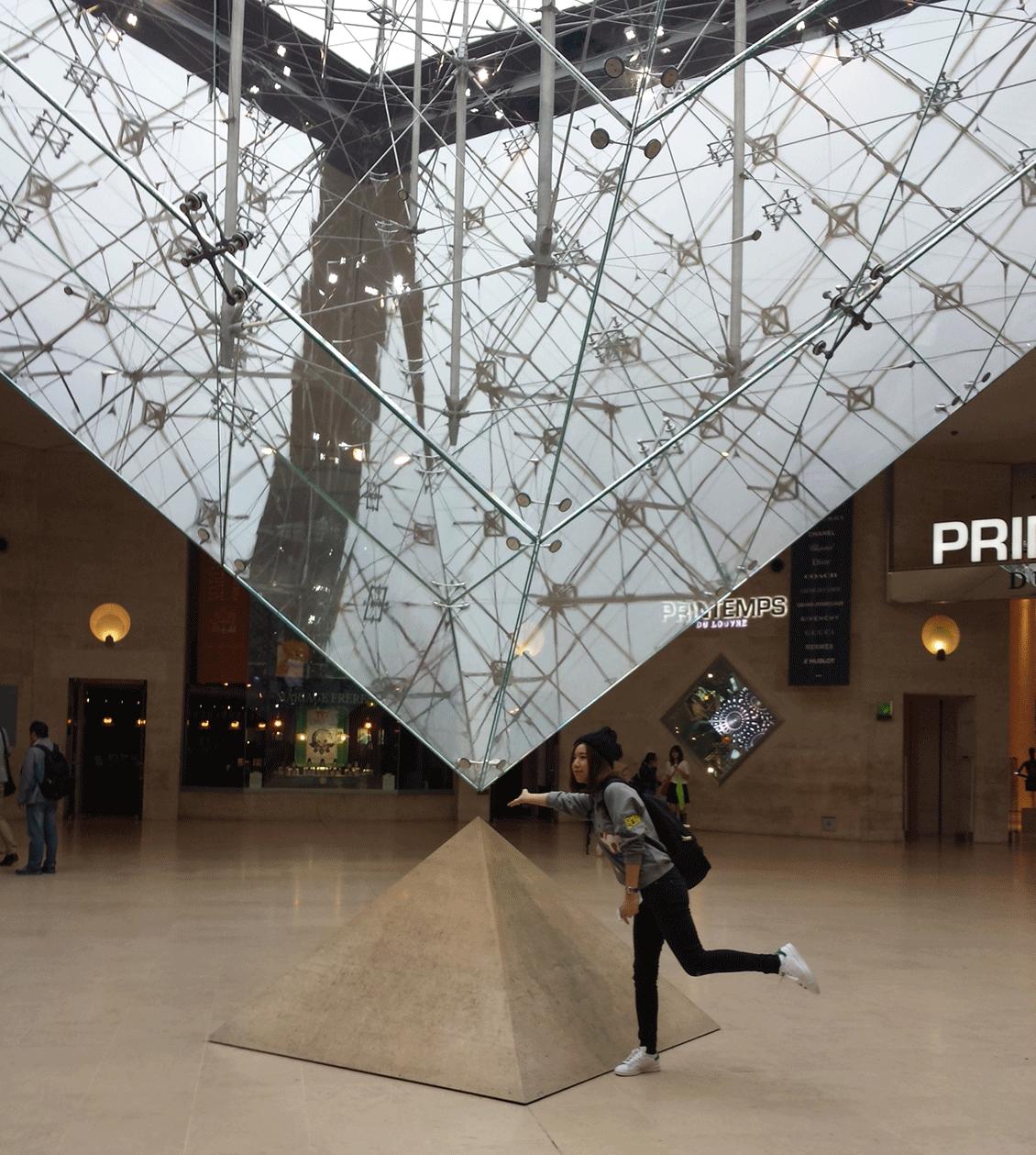 Piramide-invertida-Louvre menor