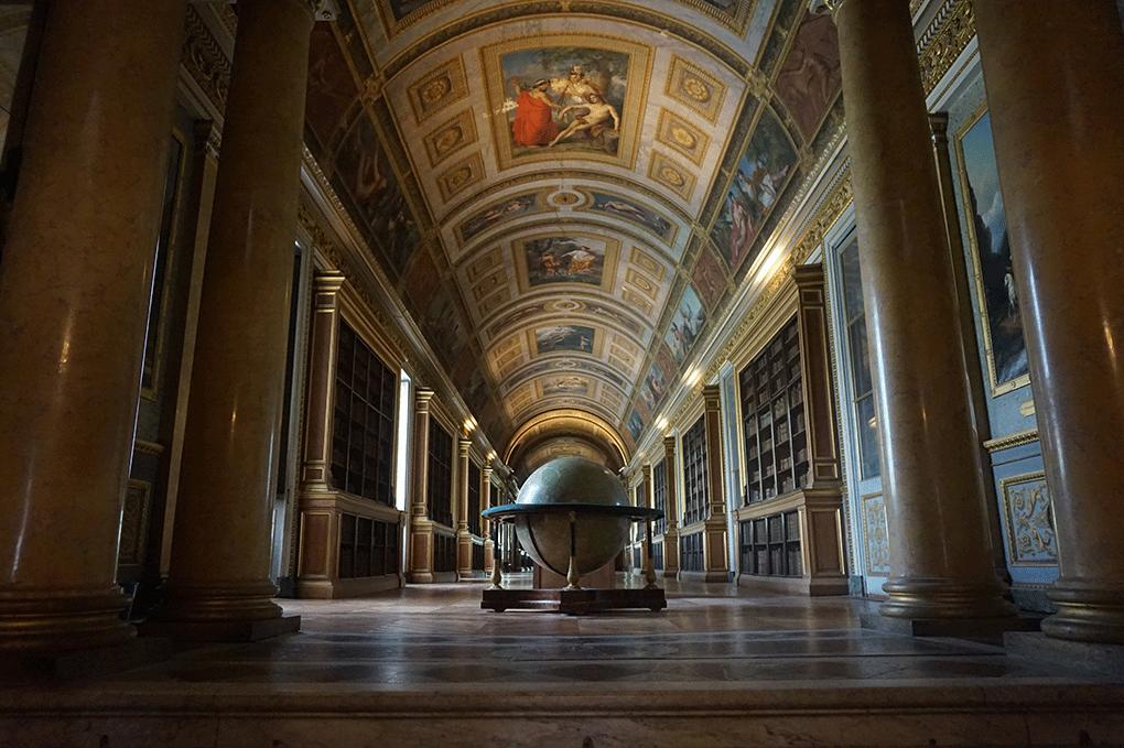 Fontainebleau-biblioteca