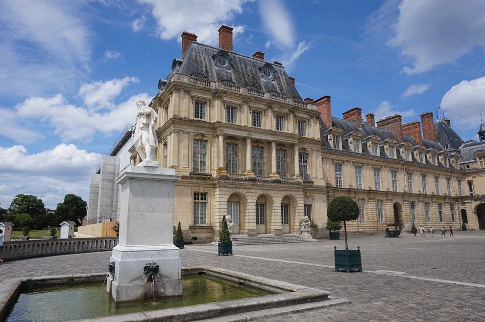 O Castelo de Fontainebleau nos arredores de Paris