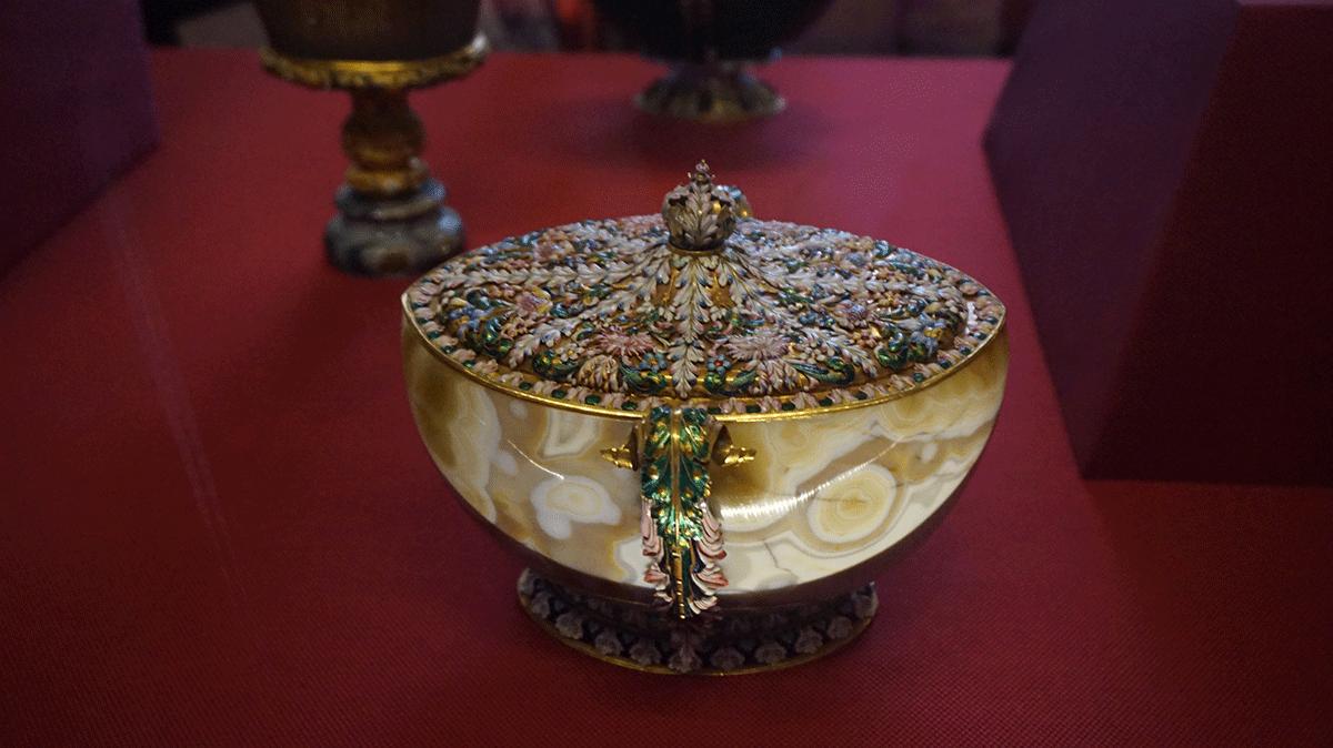 artes decorativas de diferentes séculos