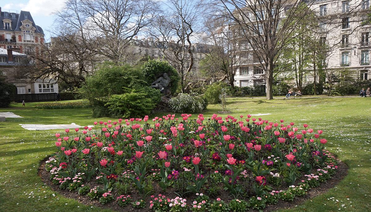 A beleza do Jardim de Luxemburgo na Primavera