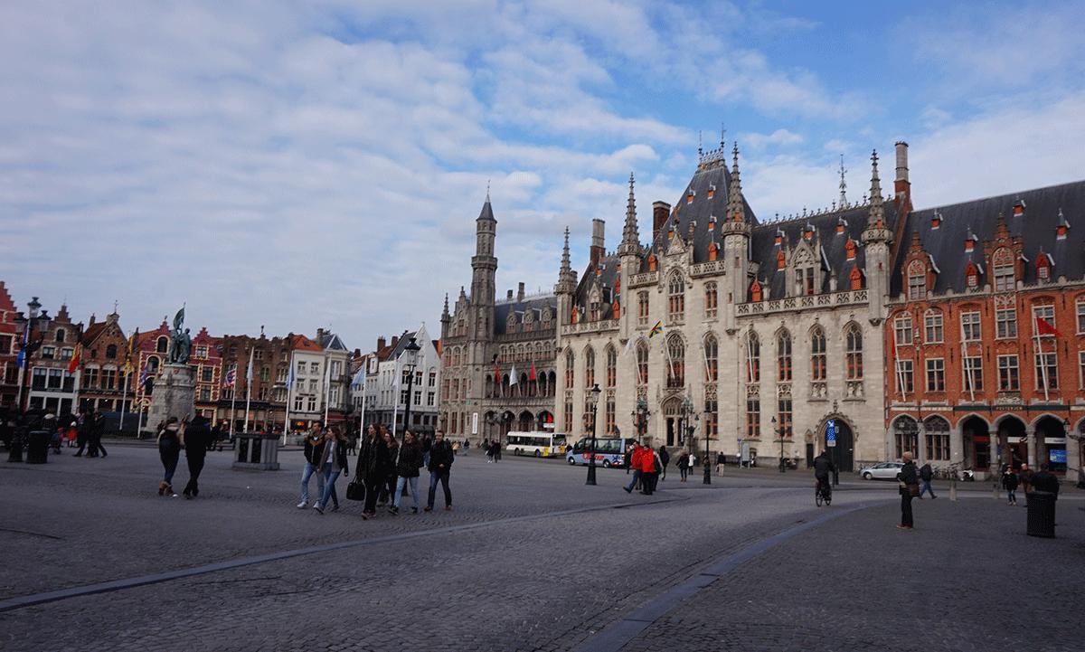 Markt Place, no coração do centro histόrico de Bruges