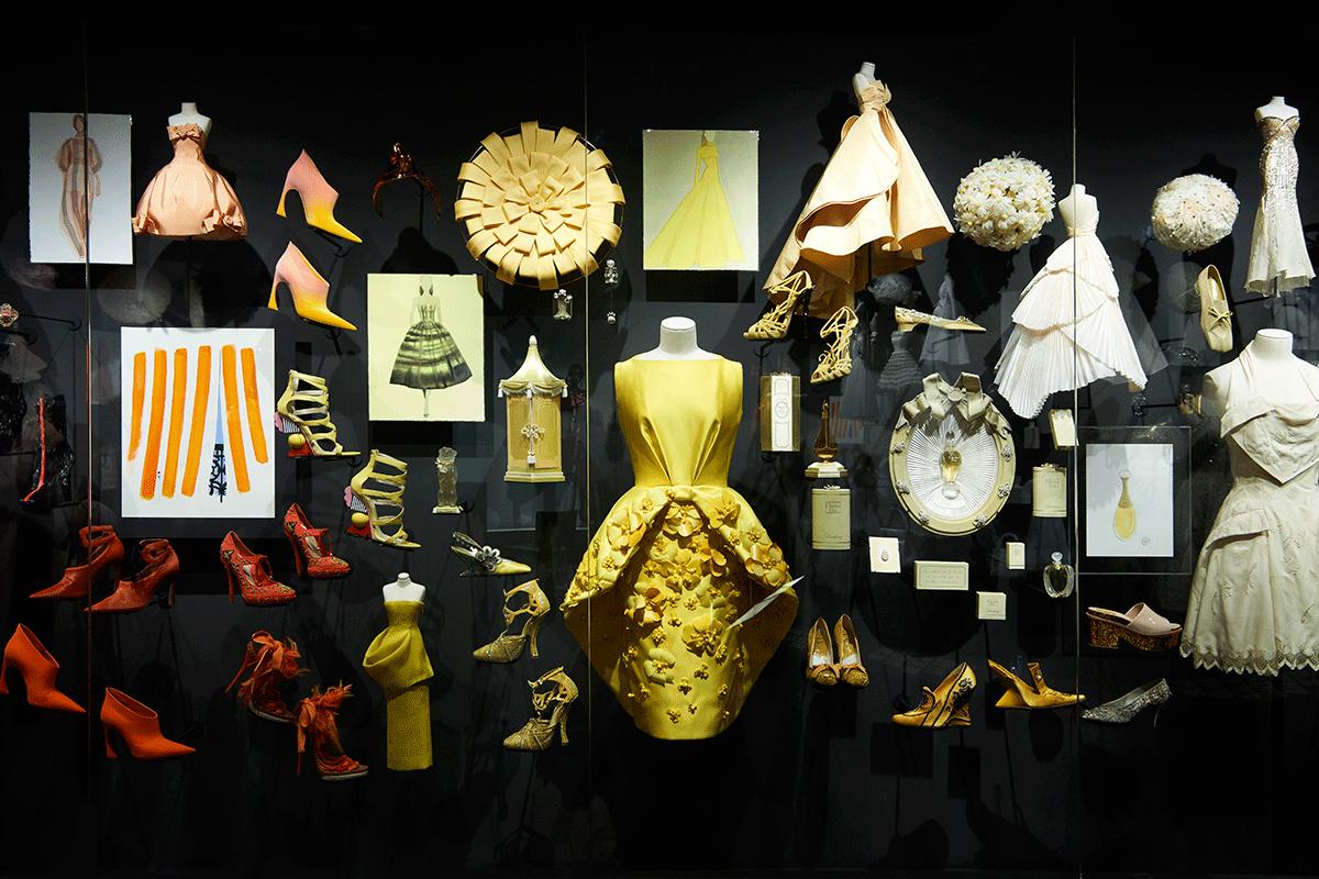 Vestidos e acessorios Dior