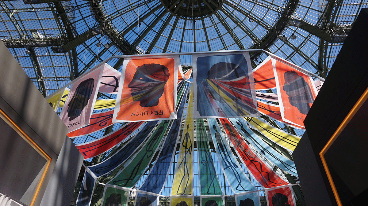 Tenda da instalação Napoleão na Bienal Paris