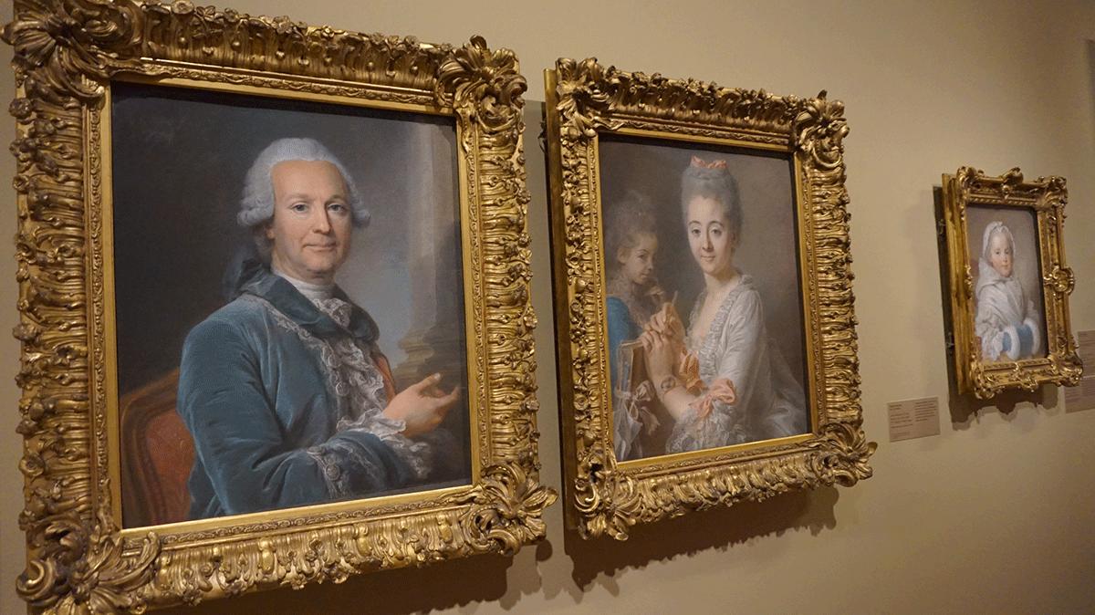 Exposiçao no maior museu do mundo Louvre