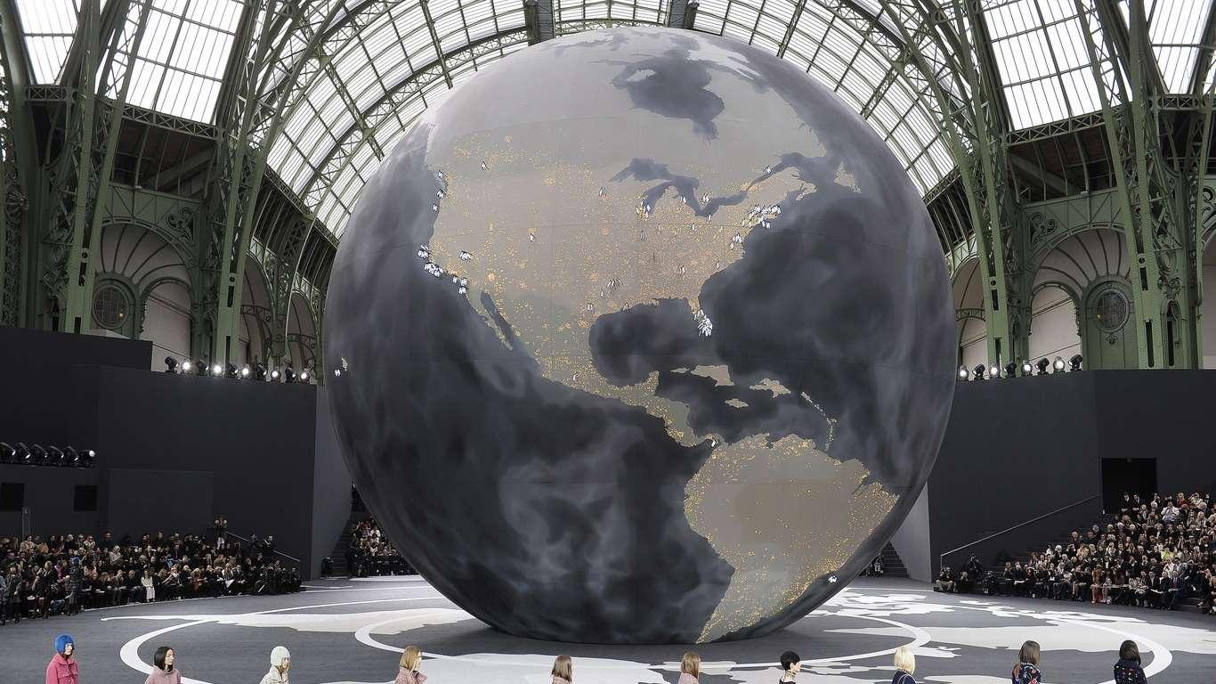 Morre Lagerfeld estilista da Chanel
